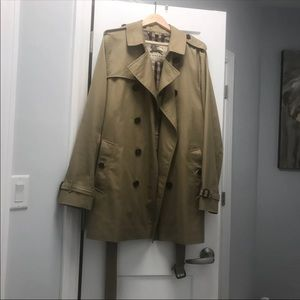 Barely used Burberry Mens Mid-length Trench Coat